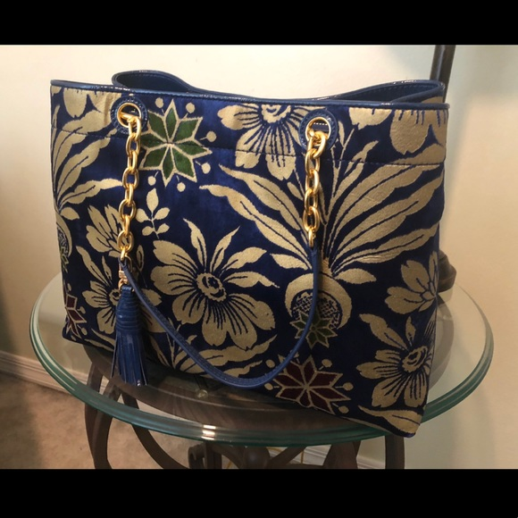 Tory Burch Handbags - i have no use for it